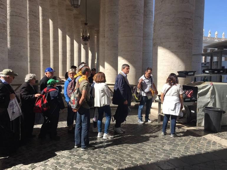 A sorpresa Gianni Morandi canta per Papa Francesco